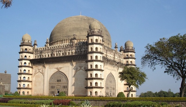 list of famous historical monuments of india and their builders